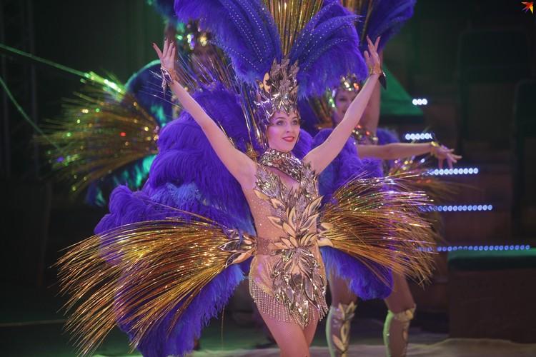 Яркие костюмы - неотъемлемая часть шоу