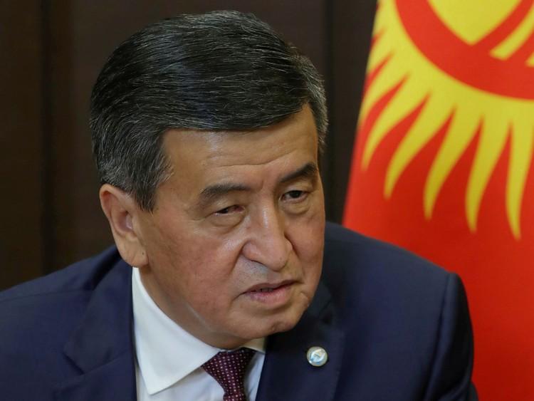 Местонахождение президента Сооронбая Жээнбекова неизвестно.