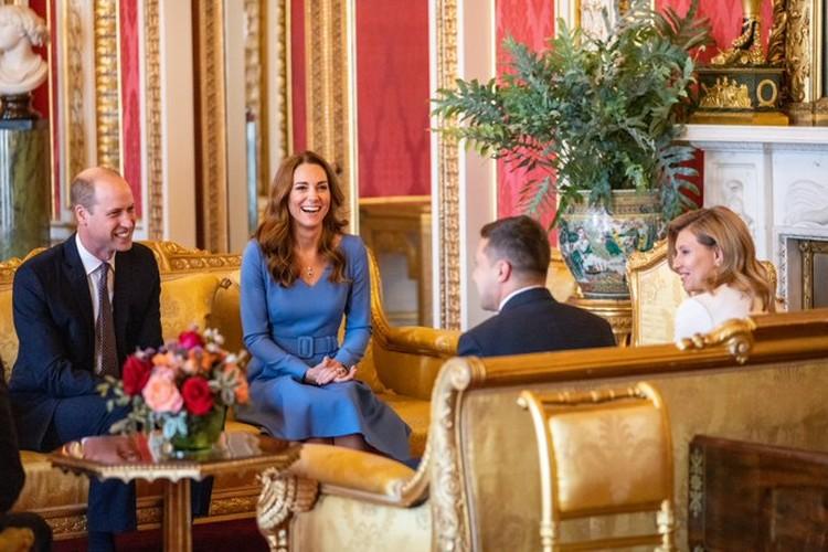 Снимки встречи герцога и герцогини Кембриджских с Владимиром и Еленой Зеленскими опубликовала пресс-служба принца Уильяма и его супруги Кейт. Фото: twitter/KensingtonRoyal