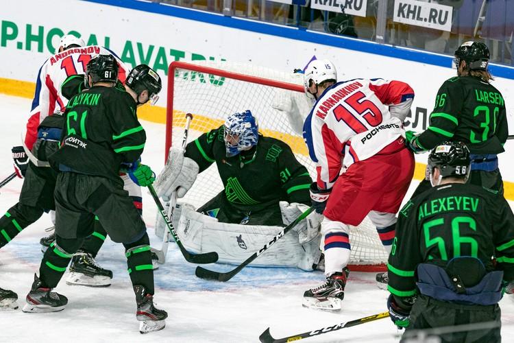 Алексндр Скрынник пропустил за матч четыре шайбы