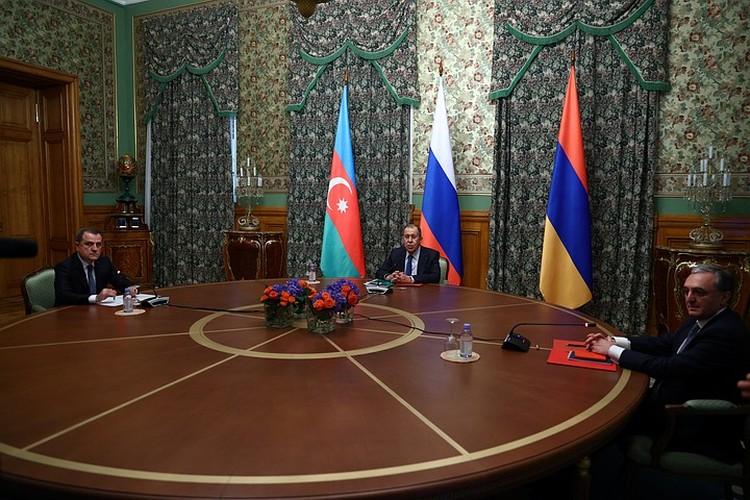 Трехсторонние переговоры продолжались более 10 часов