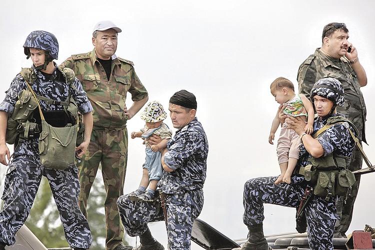 Конфликт между узбеками и киргизами вспыхнул в Оше в 1990 году. Фото: Андрей СТЕНИН/РИА Новости