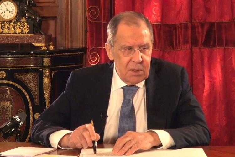Глава МИД России Сергей Лавров во время интервью.