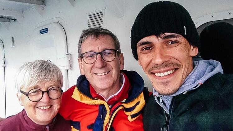 Дима на работе. Он организовывает туры на Байкал для туристов из разных стран