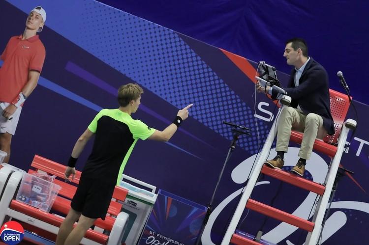 Весь гнев теннисист выместил на судью, оштрафовавшего его на гейм. Фото: предоставлено организаторами турнира