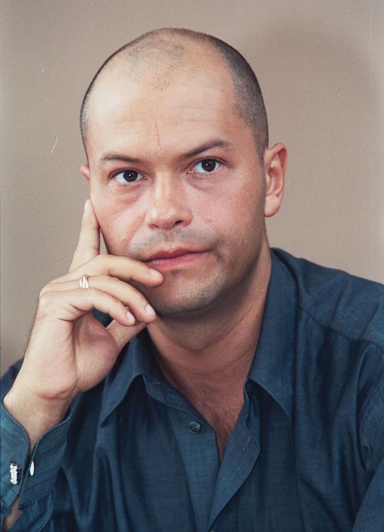 """В 2001 году Федор снялся в фильме """"Даун хаус"""": уже тогда он был без волос."""