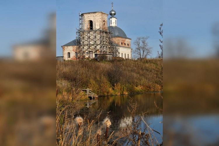 Храмы, которые восстанавливает Георгий Щукин. Фото: семейный архив.