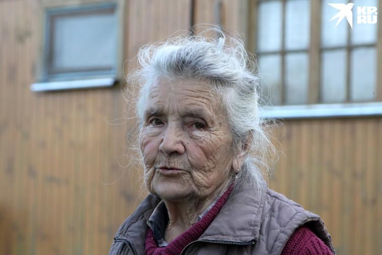 Валентина Николаевна Меркушкина рассказывает о красноармейце в белых шерстяных носках.