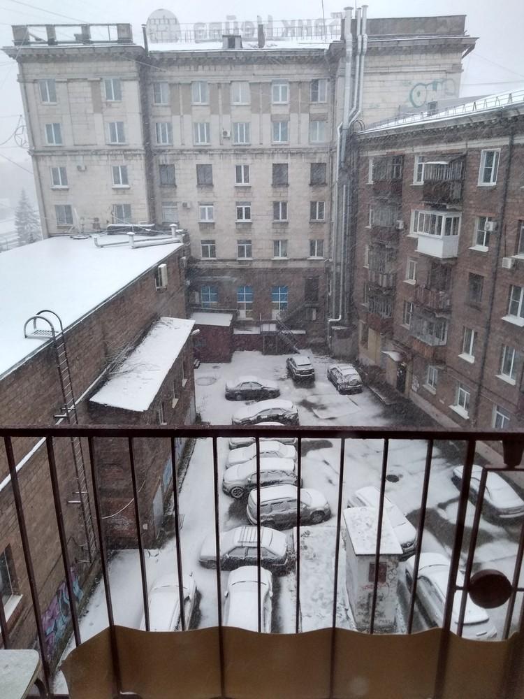 Вот такой вид открылся нашим читателям из окна сегодня утром Фото: СОЦСЕТИ/Лев Истомин