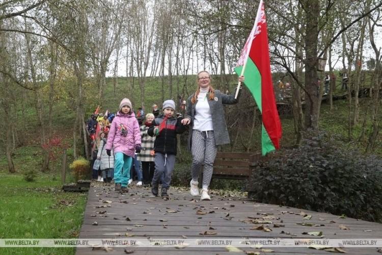 Многие взяли с собой детей. Фото: belta.by