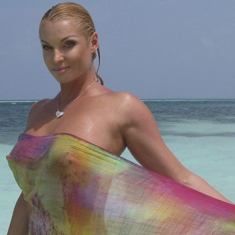 Анастасия признается, что отдых на тропических островах ее раскрепощает. Фото: соцсети.