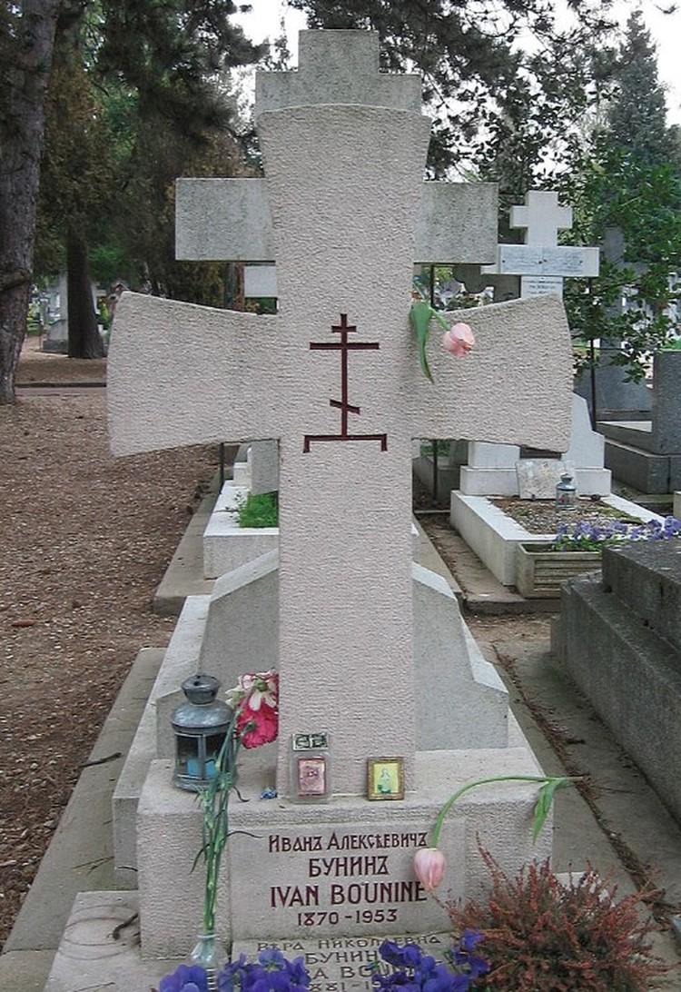 Могила писателя на парижском кладбище Сент-Женевьев-де-Буа.
