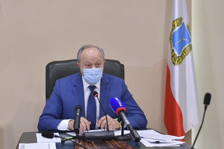 Валерий Радаев потребовал разобраться с очередями в поликлиниках