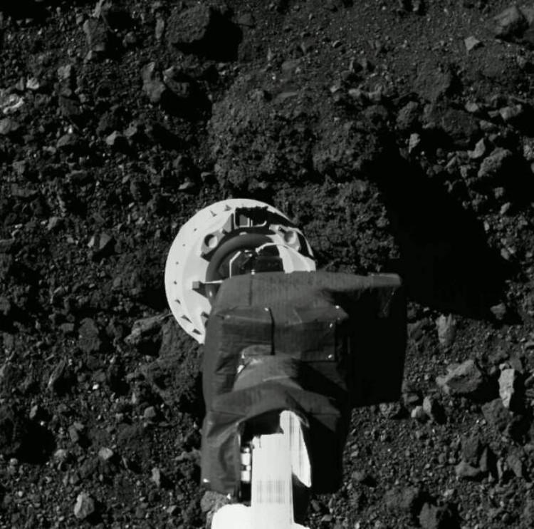 Зонд руку протянул:момент касания поверхности астероида.
