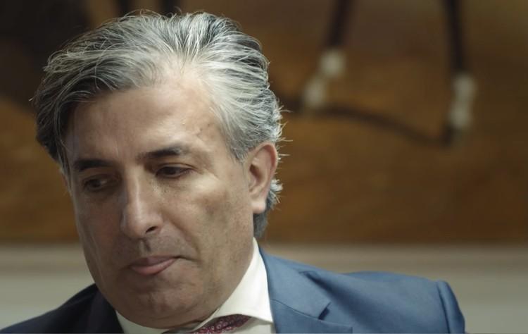 """Пашаев часто облизывает губы - это признак стрессовой ситуации. Фото: стоп-кадр интервью YouTube-каналу """"Принцип Ковалева""""."""
