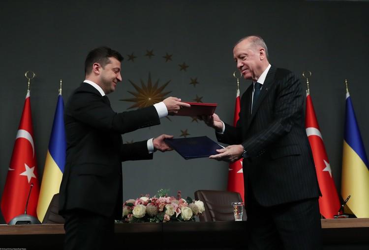 Зеленский подписал договор с Турцией
