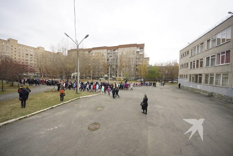 Все школы Екатеринбурга работают в традиционной форме.