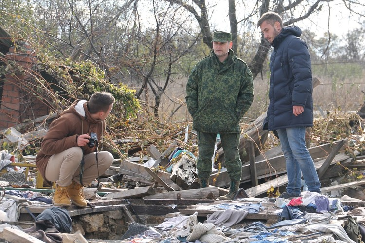 Журналисты Комсомолки вместе с Добрым в Желобке. Фото: Информационный вестник в Кировске