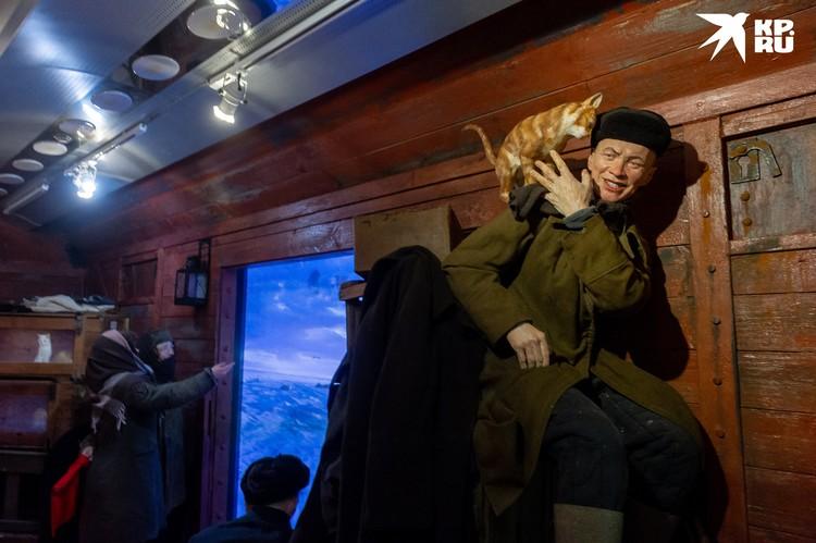 Лица героям выставки подарили в том числе петербуржцы, с которыми создатели экспозиции знакомились на улице