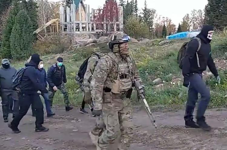22 сентября в Курагинском районе задержали Сергея Торопа (Виссариона) и его помощников. Фото: Александр СТАРОВЕРОВ / facebook.com