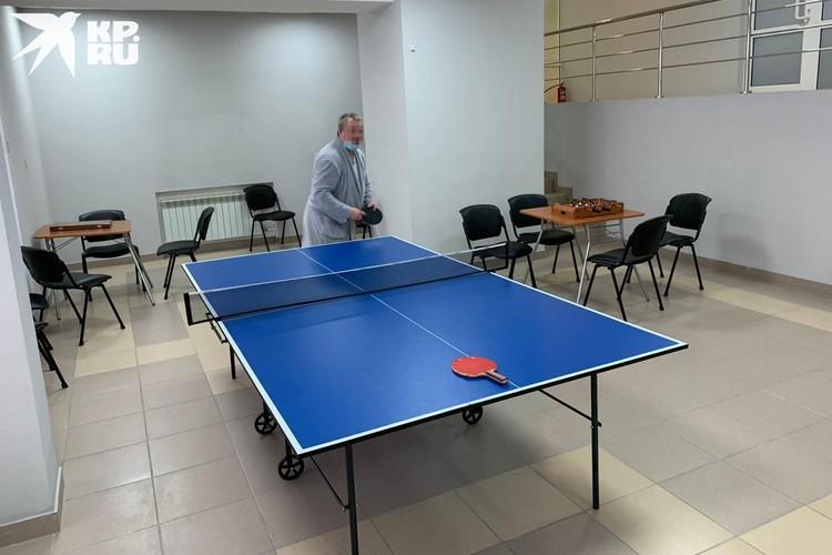 Теннис так полюбился пациентам, что они сломали мячик. Фото: предоставлено героем публикации.