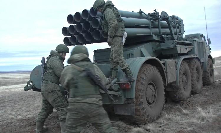 Военнослужащие демонстрировали не только снайперскую точность попадания, но и быстроту перезарядки. Фото: предоставлено пресслужбой ЦВО