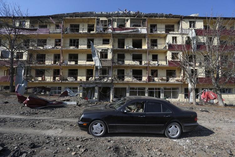 """Появление """"баз террористов"""" в Нагорном Карабахе подтверждает пресс-секретарь армянского оборонного ведомства Шушан Степанян."""