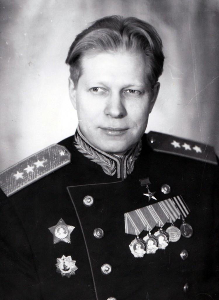 Дмитрий Федорович Устинов, который в 29 был директором крупного оборонного завода в Ленинграде, в 32 стал наркомом вооружений СССР