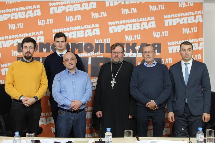 В Санкт-Петербурге призывают не допустить раскола между двумя странами в России.