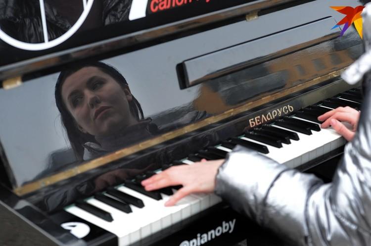 До начала соревнований поиграть на пианино могли все желающие.