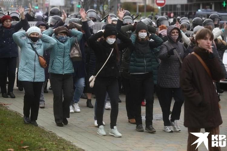 Потоки людей, идущих на встречу и повторяющих слово «разгон». Фото: Иван ИВАНОВ
