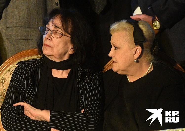 Гитана Леонтьенко и Наталья Дрожжина на прощании с актером Алексеем Баталовым, 2017 г.
