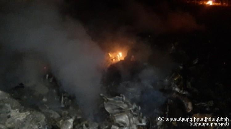 МЧС Армении опубликовало фото с места крушения сбитого вертолета Ми-24.