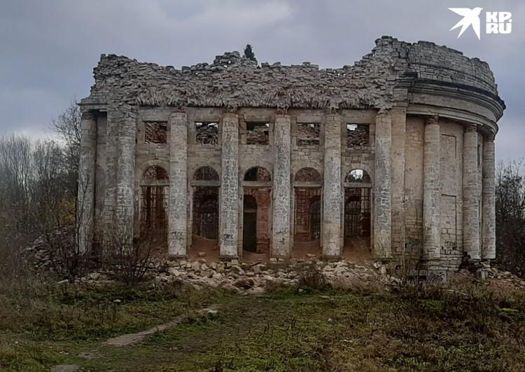 Храм на Пятой горе называют петербургским Парфеноном