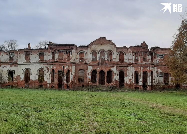 Гостилицы - самая известная заброшенная усадьба Ленобласти