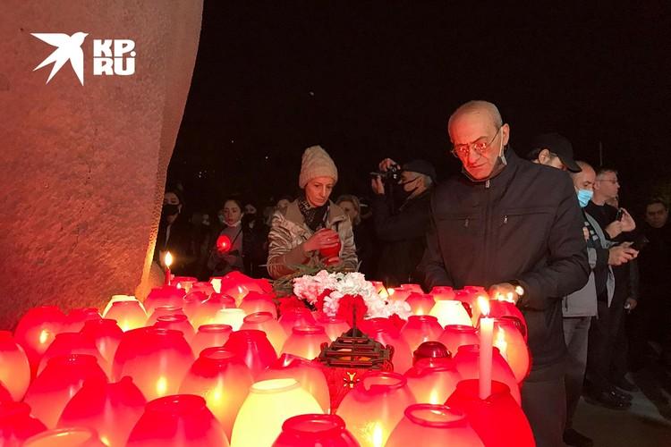 В Ереване прошел траурный марш