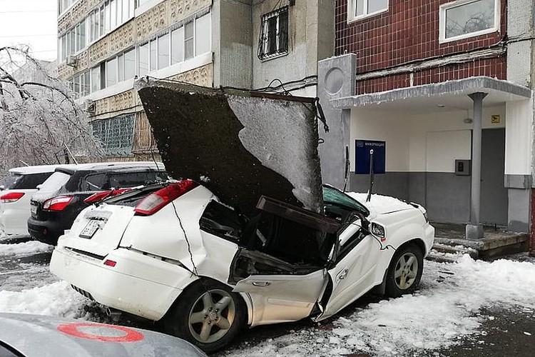 Плита буквально раздавила авто. Фото: dpskontrol125rus