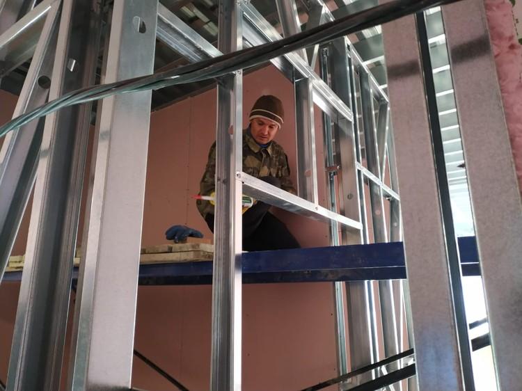 На объекте трудятся опытные строители