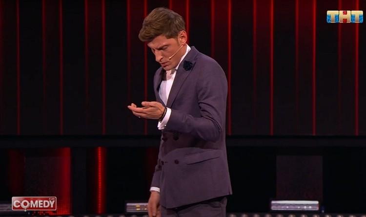 Павел Воля пошутил над другом в новом выпуске «Comedy Club». Фото: кадр видео.
