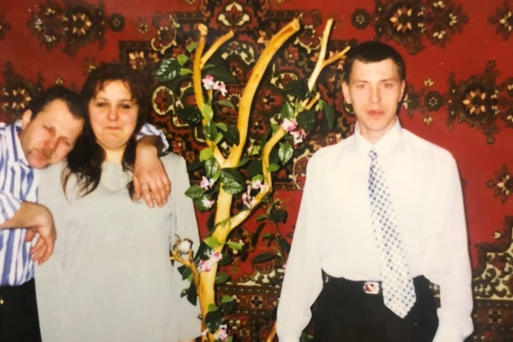 Наталья и Алексей (слева) познакомились благодаря ошибке номером. Фото: личный архив