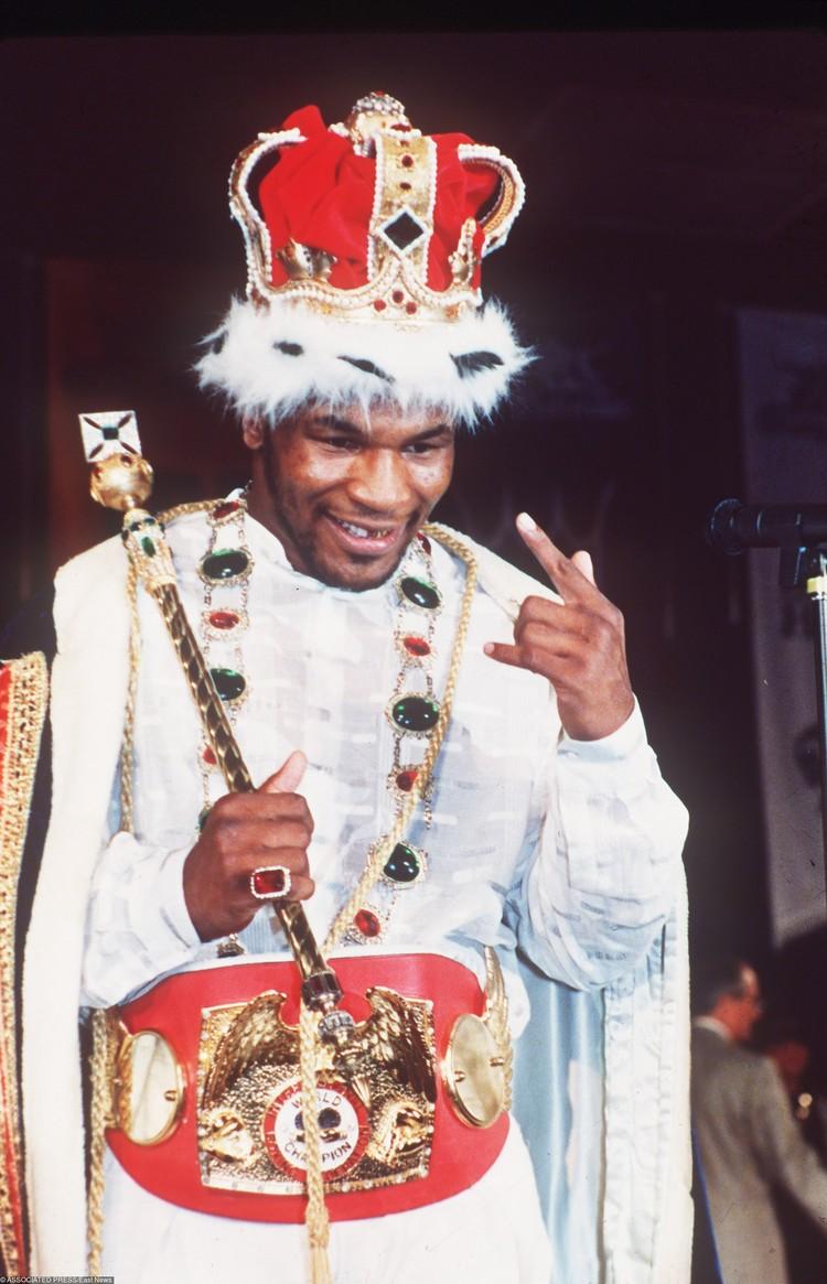 Один из величайших боксеров в истории, по данным «Форбс», когда-то заработал 685 млн долларов. Но сейчас его состояние оценивается всего в 3 млн. Куда же Железный Майк потратил сотни миллионов?