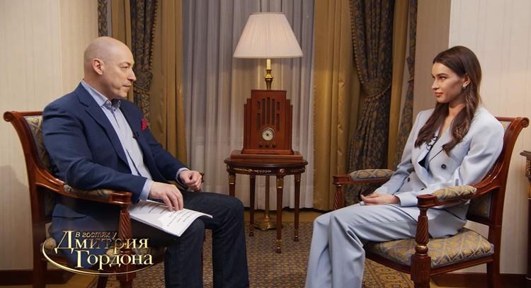 Анна Дурицкая во время интервью украинскому журналисту Дмитрию Гордону.