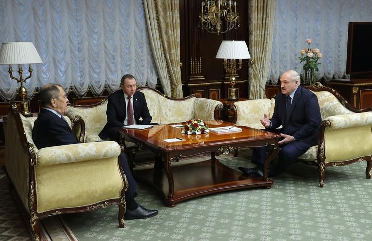 Глава российского МИДа Сергей Лавров приехал в Белоруссию и встретился с президентом страны Александром Лукашенко.