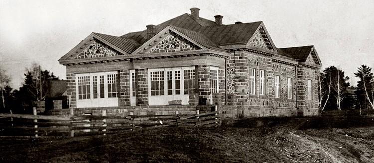 """Каменный жилой дом был построен в 1916 году для управляющего Кемеровским рудником, а с 1991 года в нем находится музей-заповедник """"Красная горка"""". Фото: музей-заповедник """"Красная горка""""."""