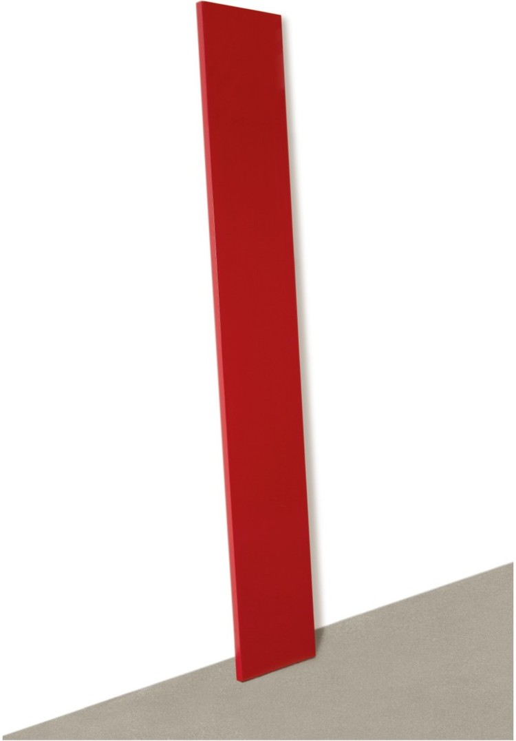 """Сегодня работы Джона МакКракена стоят дорого. Например, эта """"Красная планка"""" была продана в 2011 году за 400 тысяч долларов. Фото: аукцион Sotheby's"""