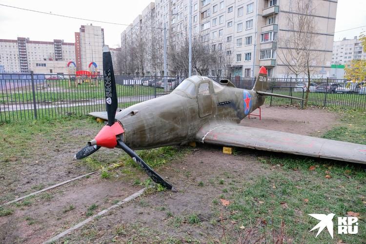 """Макет """"Аэрокобры"""" 10 метров в длину и весит почти тонну"""