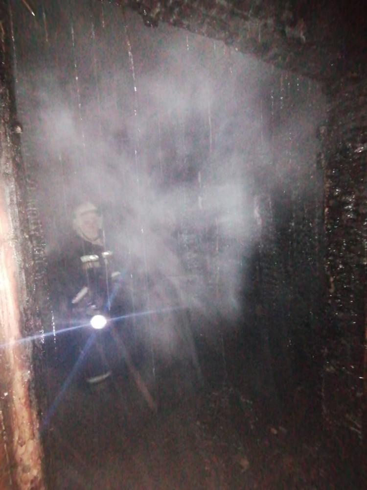 В сгоревшей квартире нашли тело 67-летнего мужчины.