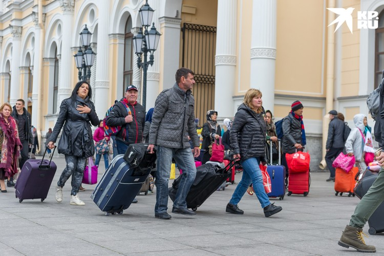 Смольный настоятельно просит туристов из других регионов отложить поездки в Петербург до лучших времен.