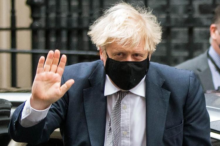 Премьер-министр UK Борис Джонсон заявил, что новая разновидность вируса, которую все чаще определяют у заболевших граждан Великобритании