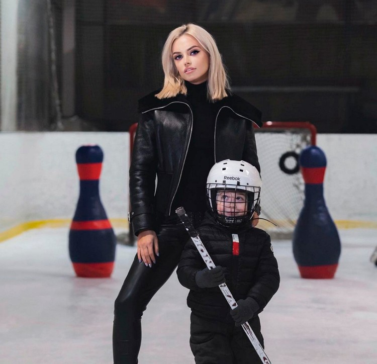 Малыш без ума от хоккея!